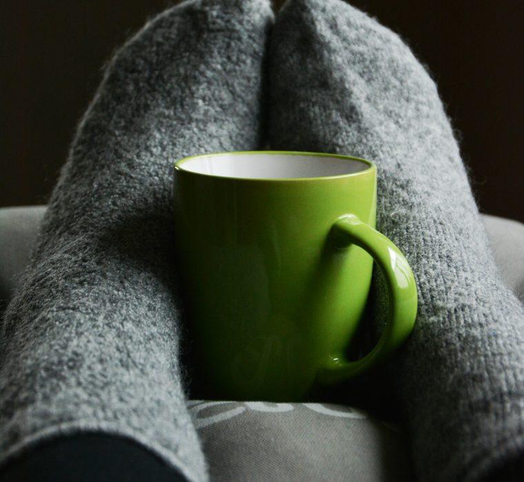 Tee mit warmen Socken